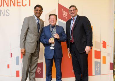 Francisco López, Director de Datatronics, recogiendo el premio de Oracle Communications